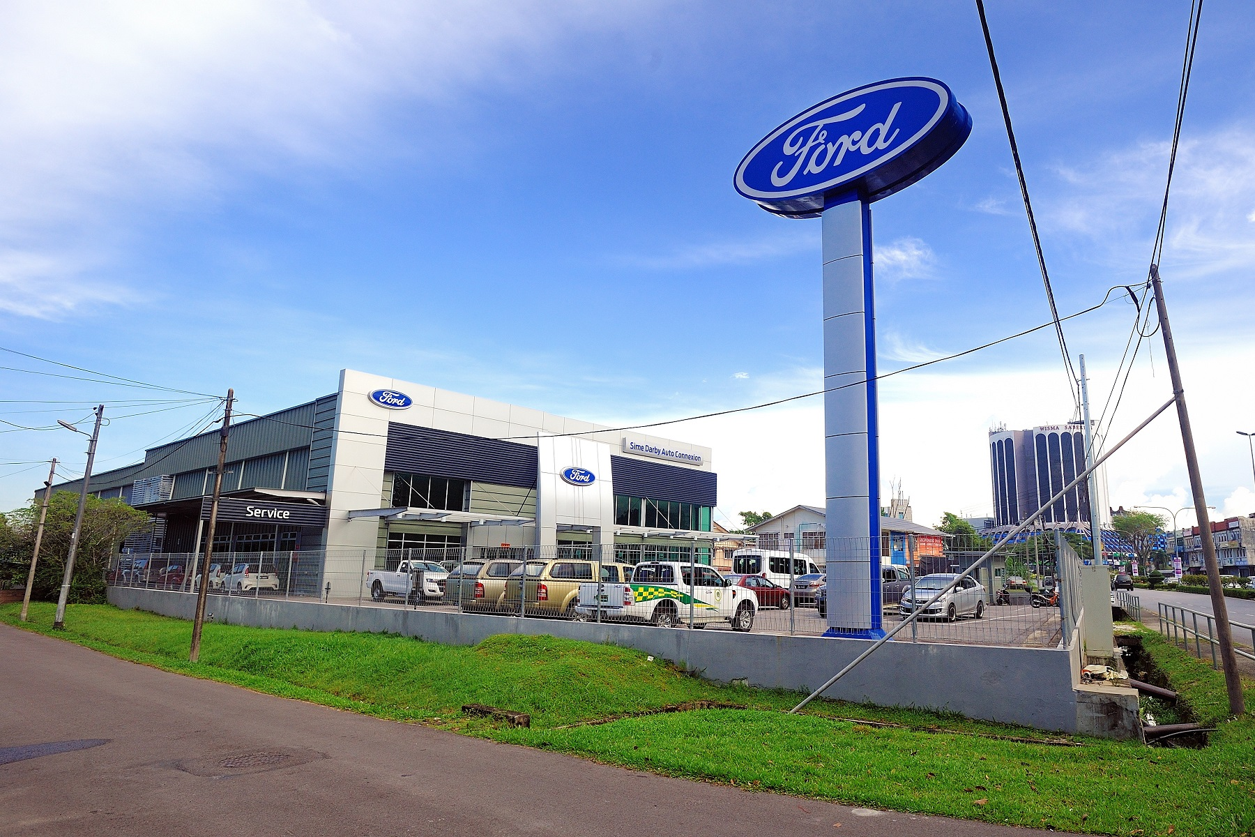 Ford Vehicle Showroom >> Sime Darby Auto Connexion Opens New Ford Showroom In Kuching East