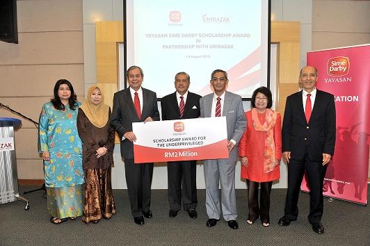 Yayasan Sime Darby Awards Scholarships To Deserving Students At Universiti Tun Abdul Razak Sime Darby Berhad